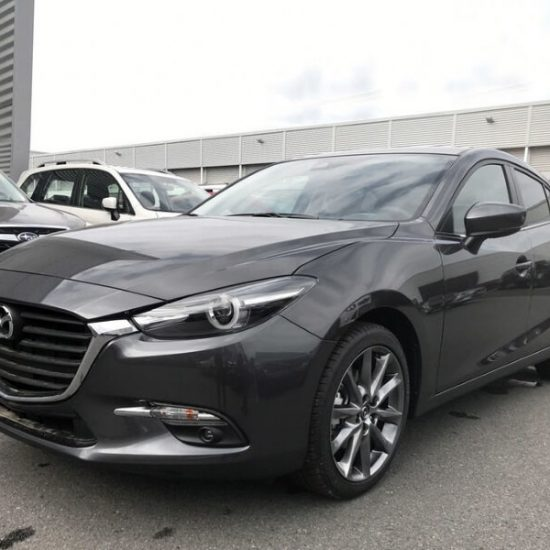 Mazda 3 2.0 Signature mit Head Up Display, Sportsitzen für 150,42 €
